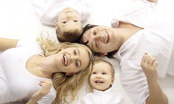 Дружная семья с двумя детьми